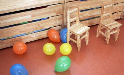 Bērnudārzā Imantā ierodas iereibis tēvs un sarīko traci