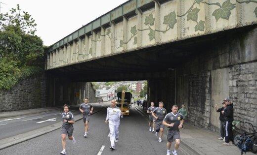 Olimpiskās lāpas stafete novirzās uz nepareizo ceļu