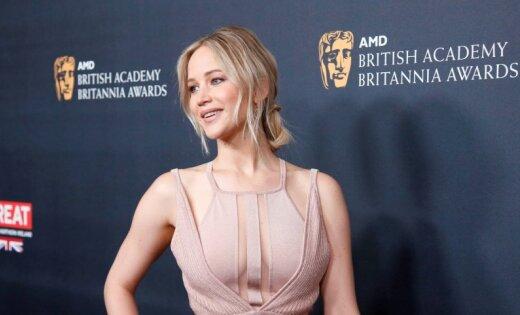 Актриса извинилась зато, что чесала попу освященные камни наГавайях