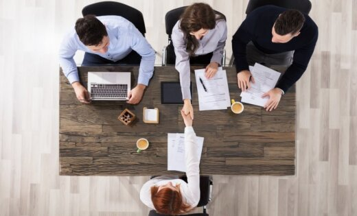"""Исследование показало, чем кроме зарплаты латвийские работодатели """"заманивают"""" работников"""