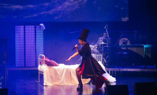 """Шоу """"После полуночи"""" - о желаниях женского подсознания, где главное на сцене - кровать"""