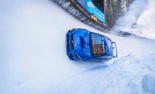 Foto: Rallija 'Subaru' izbrauc olimpisko bobsleja trasi Sanktmoricā