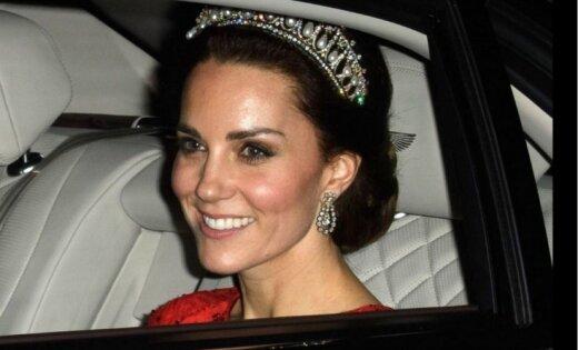 Британская королевская семья представила новый официальный портрет
