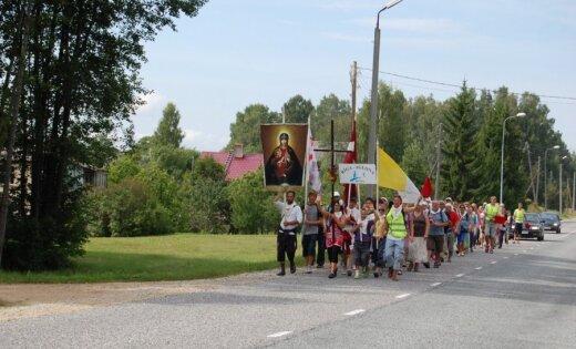 Uz autoceļiem Aglonas virzienā intensīva svētceļnieku kustība