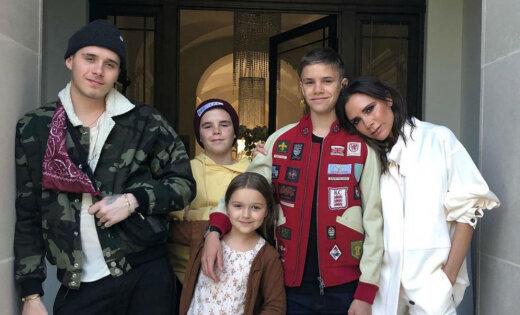 Viktorija Bekhema jubilejā sajūsmina ar ģimenisku foto