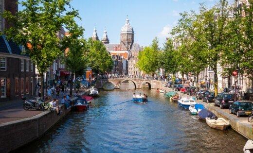 ВАмстердаме автомобиль въехал втолпу людей, есть раненые