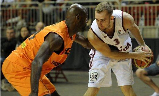 Kuksika rezultativitāte palīdz Latvijai izcīnīt pirmo uzvaru EČ kvalifikācijas turnīrā