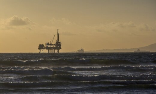 Нефть слабо подешевела после скачка на 5% на фоне соглашения ОПЕК