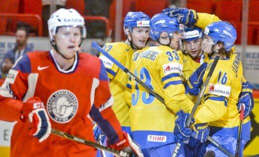Zviedrijas izlase PČ spēlē uzvar Norvēģijas hokejistus