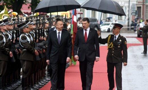 Foto: Rīgā ieradies Azerbaidžānas prezidents Alijevs