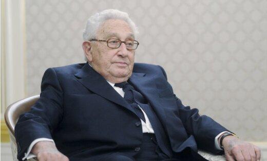 Песков оценил Киссинджера как вероятностного посредника между Россией иСША