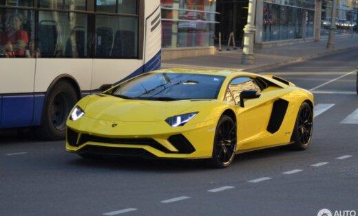 Foto: Latvijas autoparku papildinājis 350 tūkstoš eiro vērts īpašs 'Lamborghini'