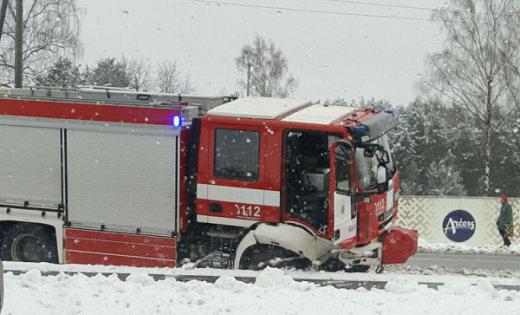 ФОТО: В Улброке в аварию попала пожарная машина; есть один пострадавший