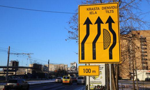 Aculiecinieki sūkstās par ceļu satiksmes organizēšanu pie topošās 'Akropoles'