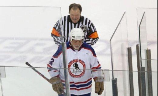 Самый грубый игрок в истории НХЛ обвиняется в сексуальном домогательстве на пути в Латвию