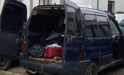 Рига: на ул. Краста нашли фургон с контрабандными сигаретами