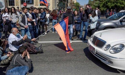 Armēņi protestē pret Sargsjana palikšanu pie varas