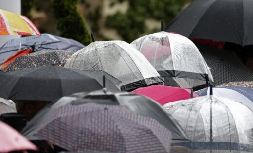 Otrdienas rītā Latvijā gaidāms lietus; pēcpusdienā brīžiem skaidrosies