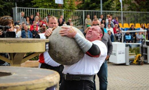 Foto: Latvijas spēkavīri Ventspilī atrāda savas iespaidīgās prasmes
