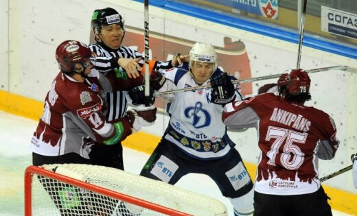 Rīgas 'Dinamo' pēc vairāk nekā mēneša pārtraukuma uzvar pamatlaikā