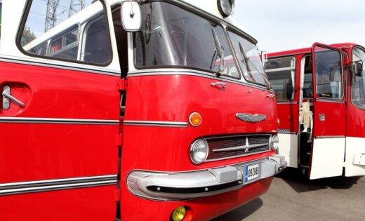 Фоторепортаж: парад классических автобусов в центре Риги