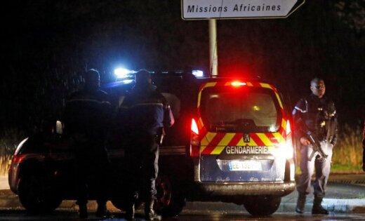 Франция: террористы готовились уничтожить ведущих политиков
