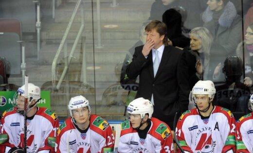 Divi Novokuzņeckas 'Metallurg' hokejisti guvuši lūzumus