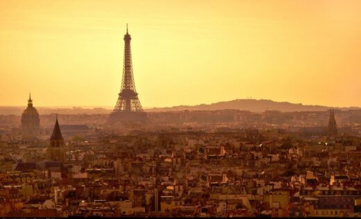 Париж намерен освободиться от обычных автомобилей к 2030 году