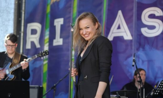 Dziedātāja Dināra Rudāne ir mātes cerībās