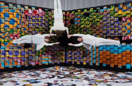 ВИДЕО. Группа OK Go сняла клип с 567 принтерами и офисной бумагой вместо хромакея