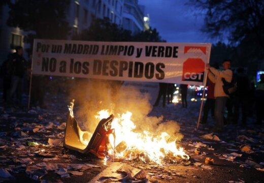 В Мадриде бастуют дворники; на улицах сжигают мусор