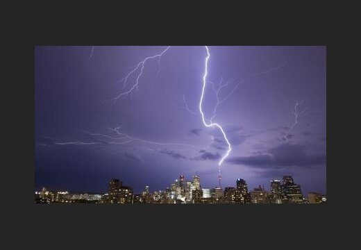 Снимок сделан 9 августа молния