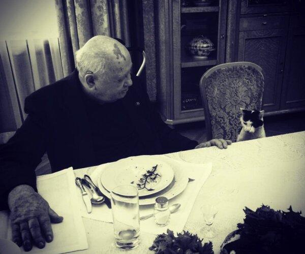 """""""А могли отмечать 90-летие генсека в Латвийской ССР!"""" Режиссер Виталий Манский про фильм о Горбачеве"""