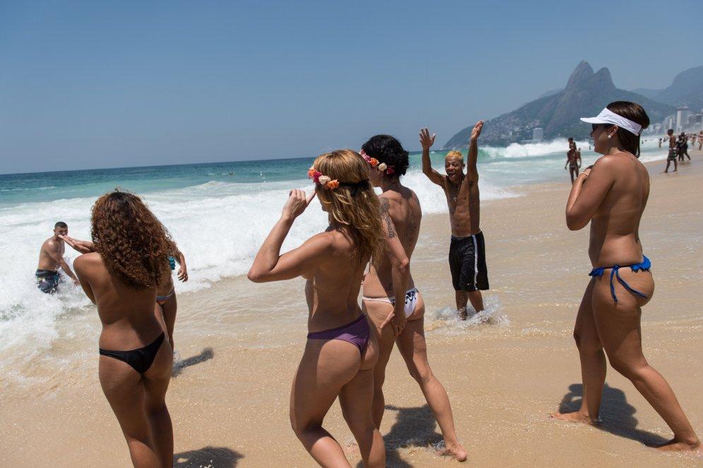 topless-beach-movies