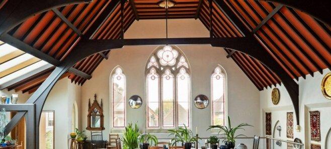 ФОТО. Бывшую церковь переделали во впечатляющий жилой дом