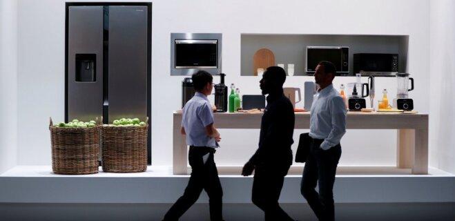 Panasonic показала самодвижущийся холодильник с голосовым управлением (ВИДЕО)