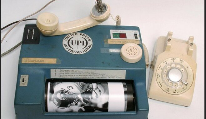 ВИДЕО: Эта архаичная машина передавала фото по телефону до изобретения интернета