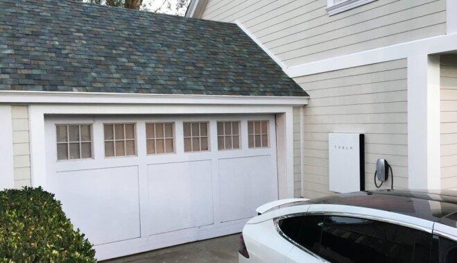 """Tesla начала принимать предзаказы на солнечные панели для крыш; обещает """"вечную гарантию"""""""