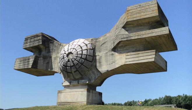 """12 самых странных зданий из советской эпохи, до сих пор """"украшающих"""" собой города"""