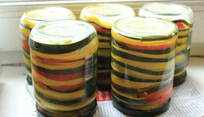 Varavīksnes konservi no kabačiem
