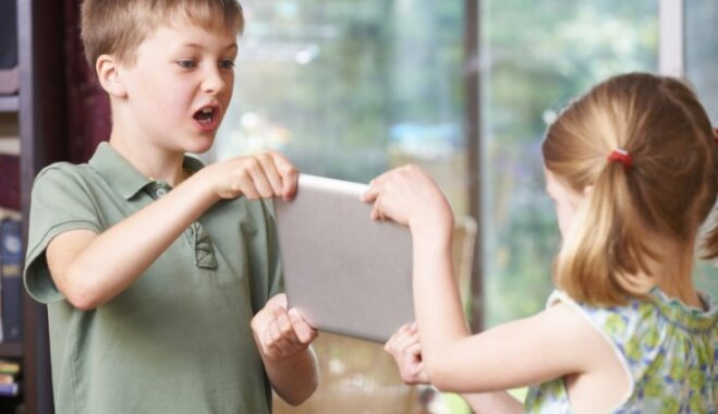 Brāļu un māsu kašķi: kā rīkoties vecākiem