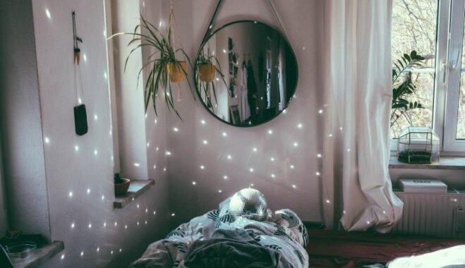 Dzīve mazā guļamistabā: noderīgi knifi, kā iekārtot nelielu telpu