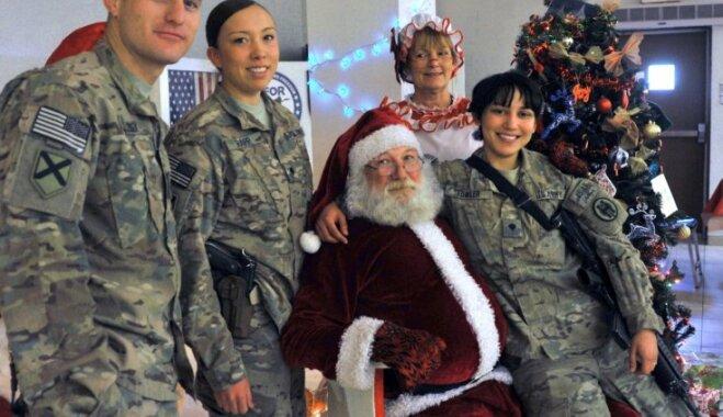Фоторепортаж: Как на базах НАТО отметили Рождество