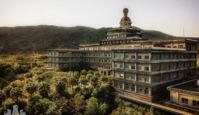 Iespaidīgi foto: Savulaik lielākā Japānas viesnīca, kura jau ilgu laiku ir pamesta