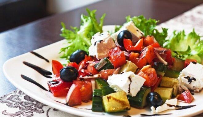 Ātras vakariņu receptes – ideju špikeris, ko pagatavot tveices nogurdinātajiem