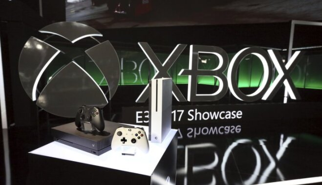 Microsoft начала продажи игровой приставки Xbox One X