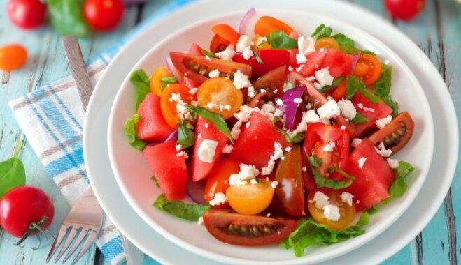 Salāti ar tomātiem un arbūzu