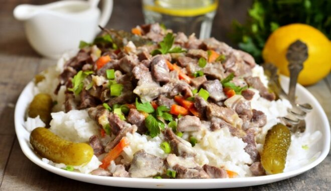 Sālīti un skābēti gurķi dūšas piesiešanai: 16 receptes smeķīgām vakariņām