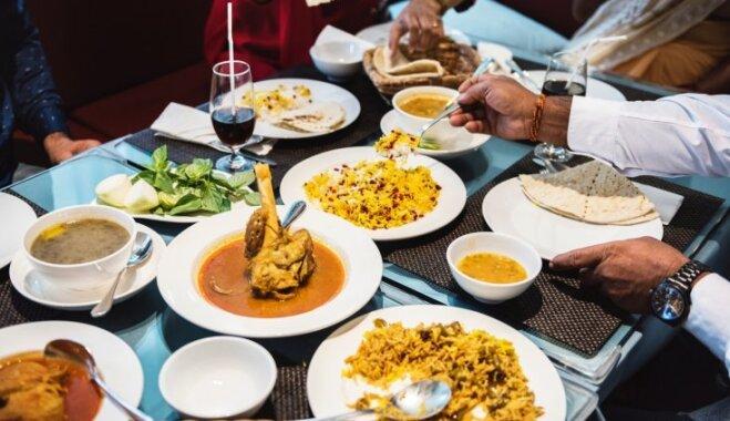 Pieci ieteikumi, lai vakariņas pie galda padarītu aizraujošākas