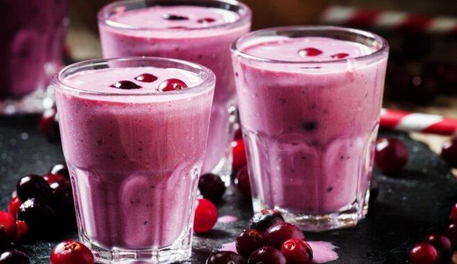 Kefīrs, jogurts, paniņas: 9 spirdzinoši skābpiena kokteiļi veselīgām brokastīm